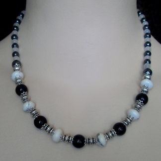 Basic Black & White necklace
